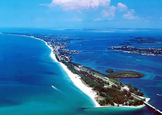 Beautiful sand swept island key in Florida, USA